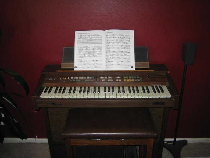 Picture of organ - Kimball electric organ