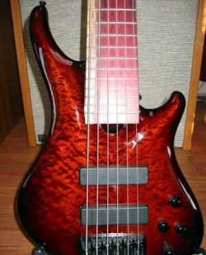 Picture of bass guitar - Roscoe SKB 3006 Bass Guitar wCase, extras