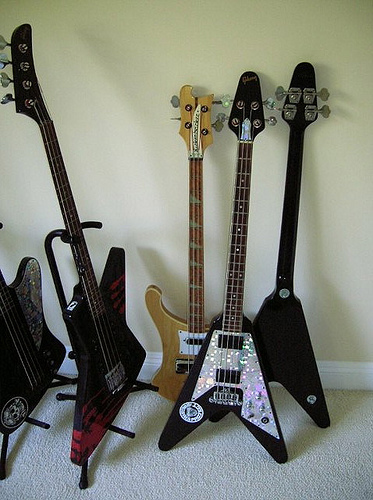 Picture of bass guitar - Gibson flying 'v' basses