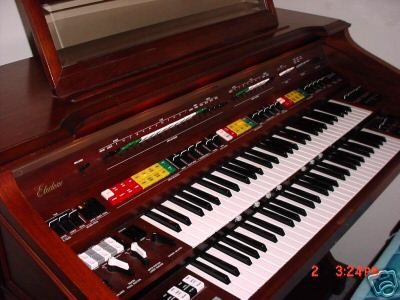 Picture of organ - Yamaha Electone