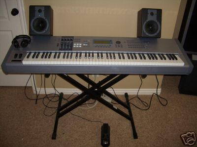 picture of electronic keyboard instrument keyboards for sale used. Black Bedroom Furniture Sets. Home Design Ideas