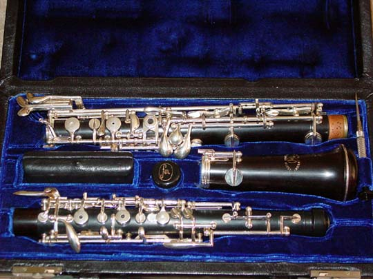 Picture of oboe - FOX OBOE GRENADILLA WOOD BODY MODEL 450 HARDLY PLAYED!