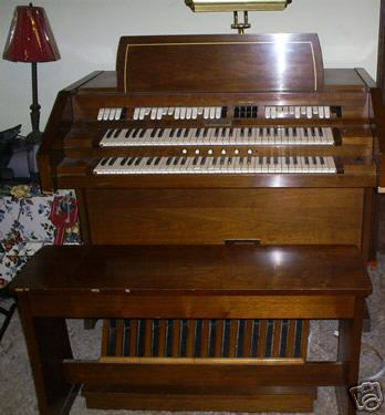 Picture of organ - Gulbransen Organ with Pedals - Works Great!!