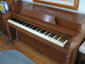 "Picture of piano - Baldwin ""Howard"" 36 inch tall Spinet/Console"