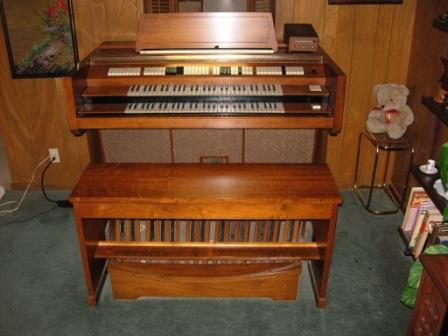 Picture of organ - Conn Artist 720 console, bench, and pedalboard