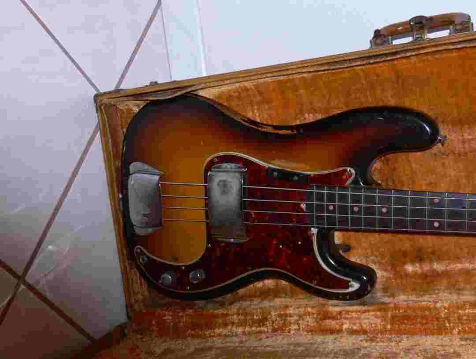 Picture of bass guitar - 1960 Fender Precision Bass (one owner)