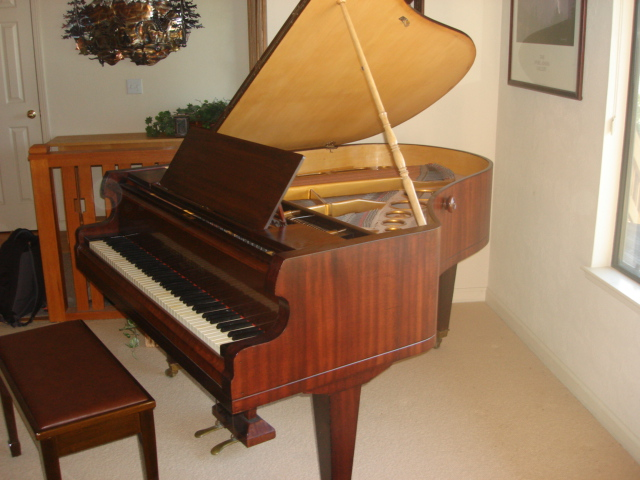 Picture of piano - Beautiful Baby Grand Piano