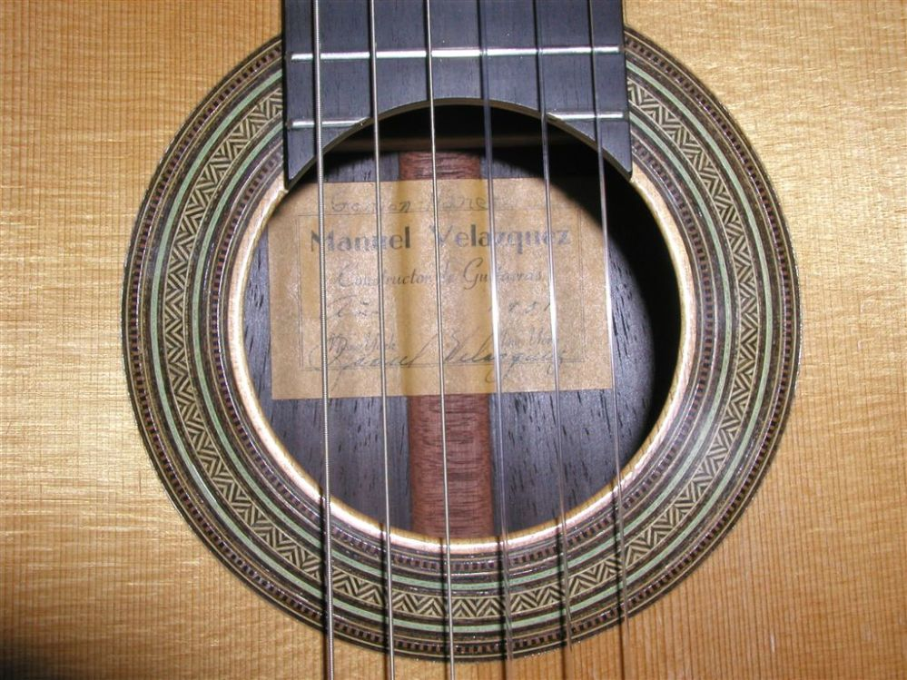 Picture of acoustic guitar - 1951 Manuel Velazquez