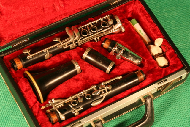 Picture of clarinet - 1971 Buffet Crampon (Paris) S1 (R13 equal) excellent condition - ready to play