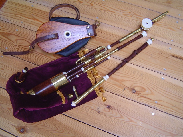 Picture of bagpipes - Irish Uilleann Pipes, Half Set in D