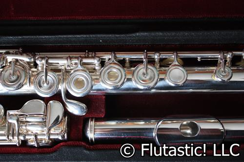 Picture of flute - Yamaha 674 Professional Flute-Excellent Condition