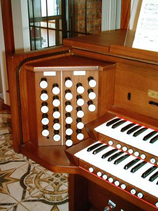 Picture of organ - Rodgers Trillium 797 - draw knobs