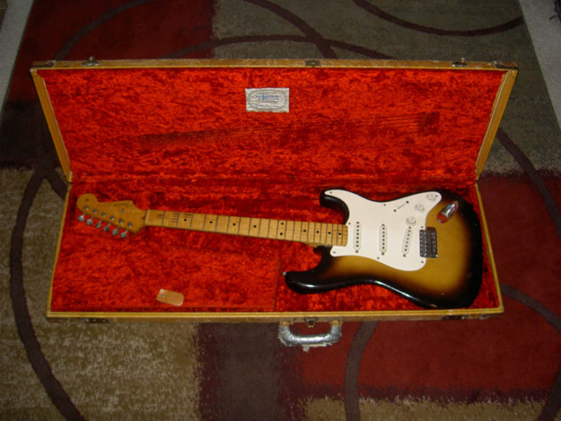 Picture of electric guitar - 1956 FENDER STRATOCASTER 100% ORIGINAL 8.5+ CONDITION