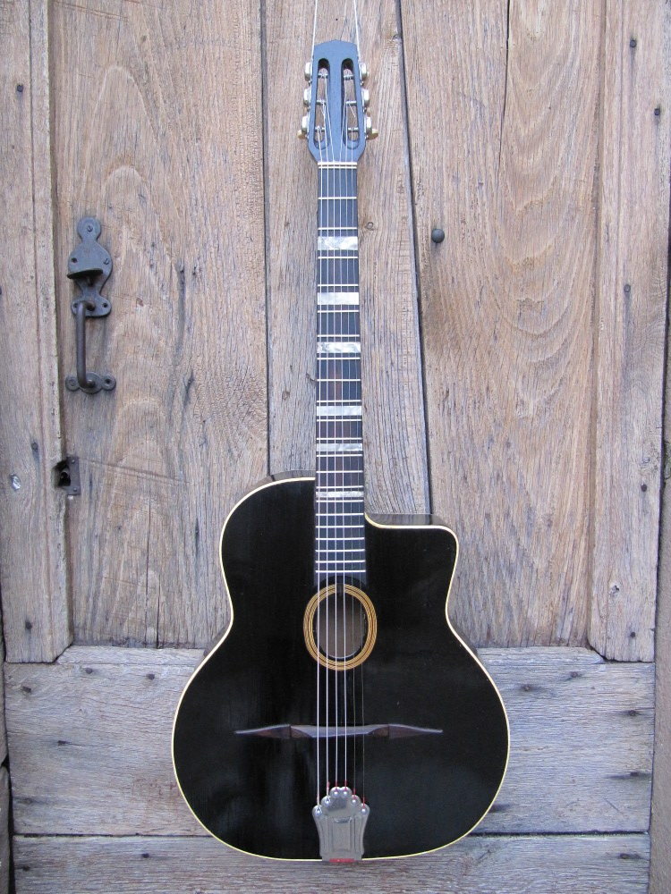 Picture of acoustic guitar - guitare jazz manouche de jacques FAVINO 1961 ,vernis noir.
