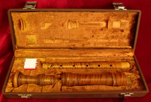 Picture of recorder (woodwind instrument) - Superb BEHA & GIBBONS Curly Boxwood A440 Alto Recorder Like New