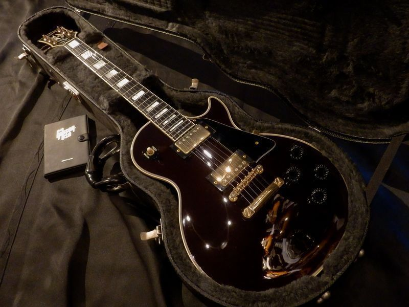 Picture of electric guitar - 1989 Gibson Les Paul Custom Oxblood Electric Guitar Vintage Rare w/HC